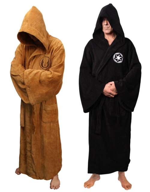 Esto si que es un albornoz. pacalin: SWEET!! Jedi and Sith bathrobes. Pick them up at the StarWarsShop.