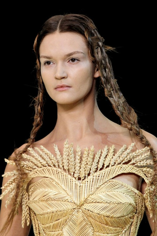 A close-up of Alexander McQueen's wheat dress from Spring 2011. (Image via Fashionising)
