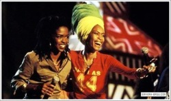 negritaschronicles:  alookintomymind:  Lauryn Hill & Erykah Badu, this is classic.  key fibres in the fabric of my life.