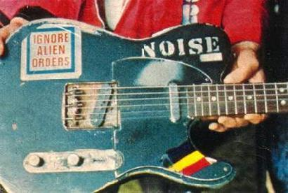 Joe Strummer's 1966 Fender Telecaster (in its 1976 configuration) NOISE!