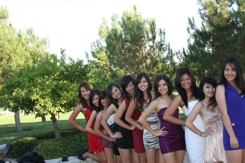 snazzyisabelle:  all the girls   Homecomingggg :)