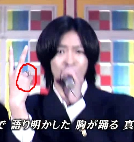 Wahaha~ sugoi . see the ring?? Is it a promise ring?? Is he engaged wahaha~ Just joking .. xDDDD