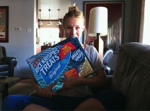 senorwingman-:  constantobsession:  Kristen Bell.. With a giant Rice Krispies Treat. asdfghjkl I can't even…  GAH! >^_^<   WHY AREN'T YOU ON MY COUCH  She's my best friend…she just doesn't know it yet.