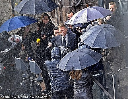 "citizenwasp:  Daniel Craig on the set of ""The Girl with the Dragon Tattoo."" I think he looks great as Blomkvist! What do you guys think?  The first pictures have emerged of Daniel Craig as Blomkvist! I have a few more to upload and I will do that in a few seconds!"