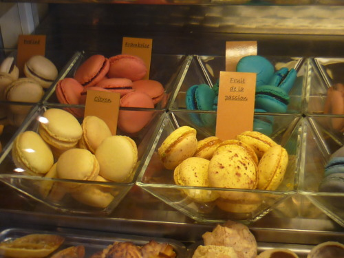I experienced my first French macaroons a few days ago, then spent €30 in the shop in a few days!  They're just so beautiful!