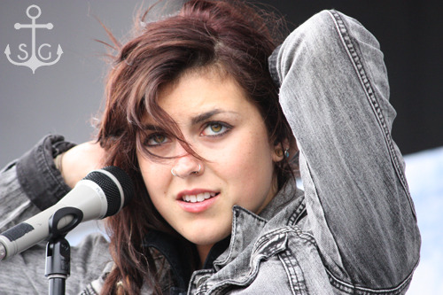 stageandstills:  Sierra Kusterbeck of VersaEmerge [Warped Tour '10 - Ventura, CA]