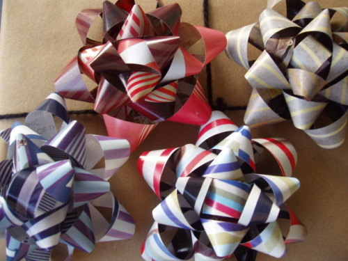 The hippest gift bows that the party has ever seen.
