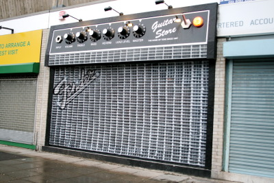 beconinriot:  THE GUITAR STORE 62 COMMERCIAL ROAD SOUTHAMPTON HAMPSHIRE SO15 1GD  Awesome !