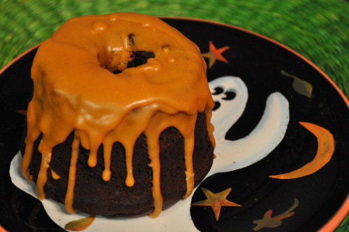 Inspiration for my weekend baking project…Spicy Chocolate-Pumpkin Mini-Cakes.