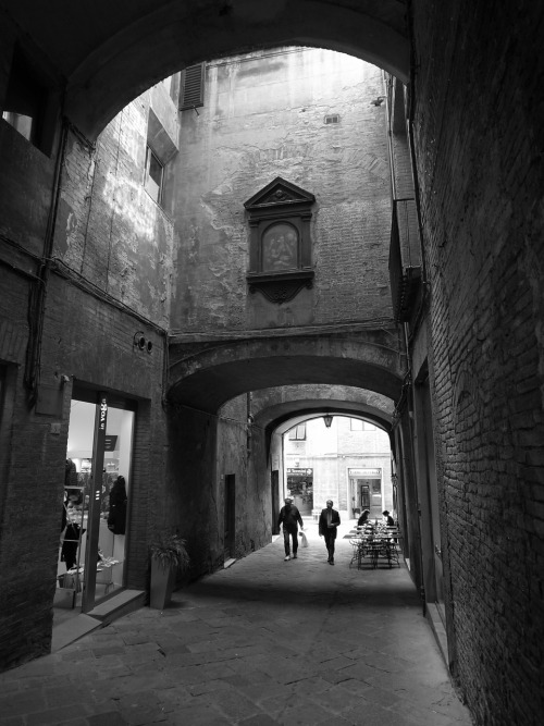 theitaliancut:  Siena. Just one of the most atmospheric cities anywhere. Every corner you turn you find amazing little scenes.