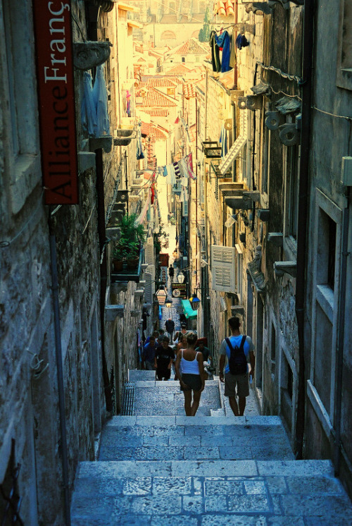 hresvelgr:  ysvoice:  | ♕ |  The Photo of the Day: Dubrovnik street - coastal capital of Croatia   (via noriichi | posted by  handa from TrekEarth)   ドブロブニク, クロアチア