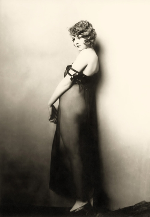ziegfeld-follies:  Dorothy Dickson - 1920s Photo:  Alfred Cheney Johnston  (Via Dr. Macro's)