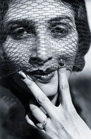 Renée Perle c. 1930[also] by Jacques Henri Lartigue