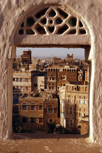 fuckyeahmiddleeast:  Sana'a, Yemen.  I'd love to visit Yemen one day, I was so close in Oman, but there was civil unrest so I had to pass…Sana'a always looks so fascinating to me