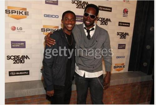 fuckyeahlost:  Malcolm David Kelley and Harold Perrineau at the Scream Awards. Walt and Michael finally reunited. [via lostdogs20]