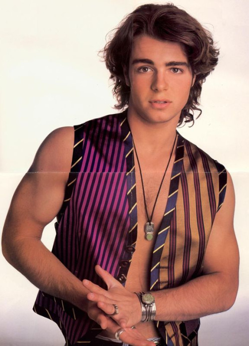 only Joey can rock the Aladdin-Gone-Wild look <3