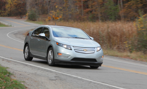 Yes, the 2011 Chevrolet Volt will go 100 mph. Honest.