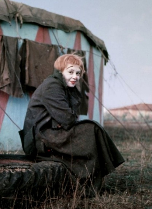 Giulietta Masina on the set of La Strada (1954, dir. Federico Fellini) (via)