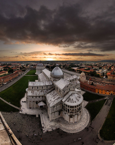 Sunset over the Piazza dei Miracoli, Pisa, Italy, Europe© Gaston Batistini
