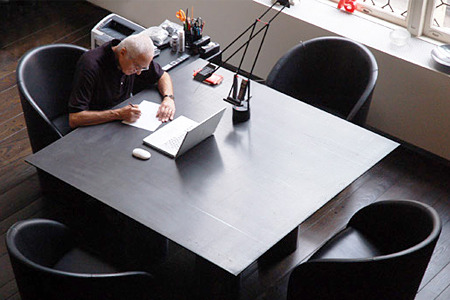 Lines – The Desk Alice Twemlow,  Eric Abrahamson, and Massimo Vignelli among others, talk about the relationship between the worker  and the desk and how this reflects on personality and habits. Courtesy of Imaginary Forces.