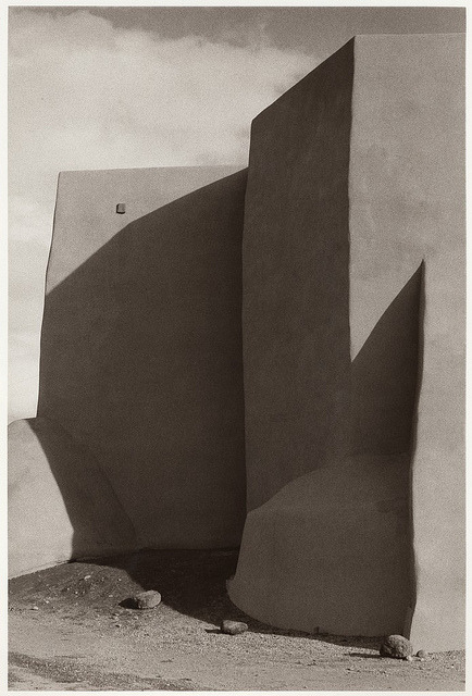 bigsmallworld:  Bernard Plossu, Taos Church, New Mexico, 1976 (by Photo Tractatus)