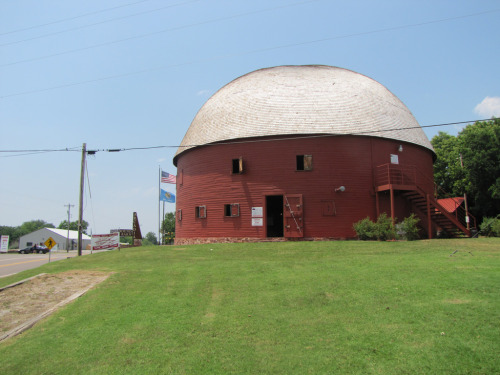 exploringoklahomahistory:  Here's a picture I took of the Round Barn in Arcadia, Oklahoma back in May 2010.