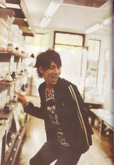 pinejuice:  deco—motion:  fuckyeahmangahair:  Have some Nakamaru Yuichi on your dash~  his smile. <3   なにこのゆっちちょうかわいい