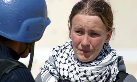 palestina:  American peace activist Rachel Corrie being interviewed in the Rafah refugee camp in Gaza Strip a few days before she was killed by an Israeli bulldozer. [Photograph: Getty Images]    Rachel Corrie case: Israeli soldier to testify anonymously  will we ever see justice for Rachel Corrie and her family? not as long as Israel is the one dealing out justice.