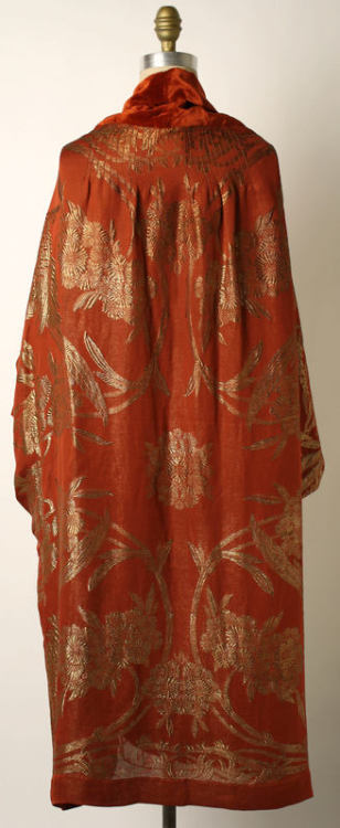 1920s coat back via The Costume Institute of The Metopolitan Museum of Art