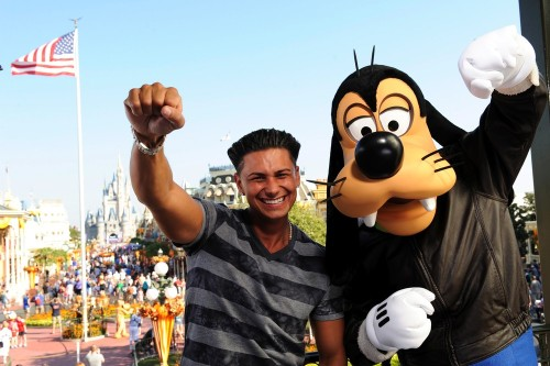 jerseyshoretakesmiami:  Pauly D teaching Goofy how to fist pump lol