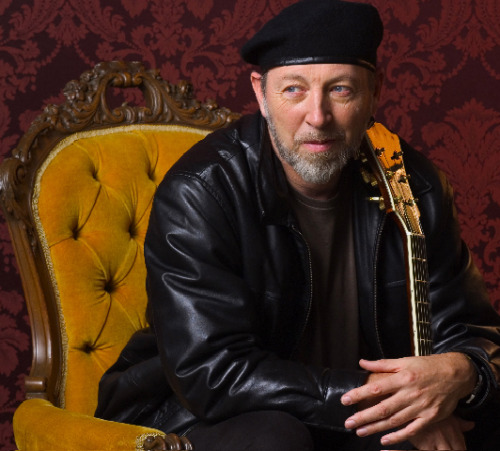 Richard Thompson, a sufi, is quite the legendary guitar player. Although not French (he's British), Richard is extremely fond of wearing berets.