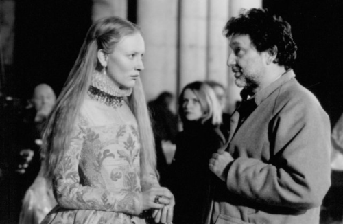 Cate Blanchett and Shekhar Kapur in Elizabeth
