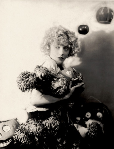 ziegfeld-follies:  Mae Murray and her Jack-O-Lanterns C. 1920s