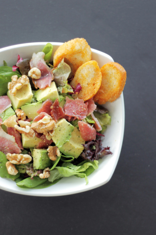 gluttonyisabliss:  Smoked Bacon, Avocado and Mixed Leaves  (by Salad Pride)