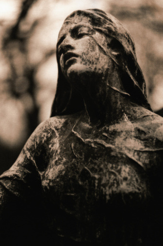 Statue in Pere-Lachaise, Paris by Mel Curtis