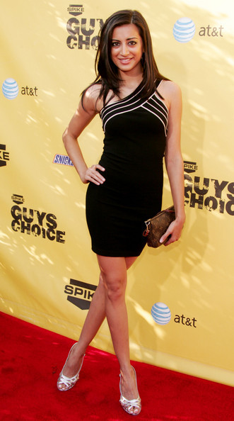 Noureen Dewulf wears a little black Muslim dress.