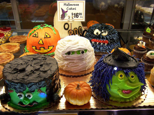 oces:  Halloween cakes (by Thien Gretchen)