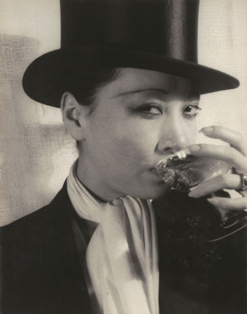 Anna May Wong, April 20, 1932 by Karl Van Vechten from arttatler [one more from the same sitting here]