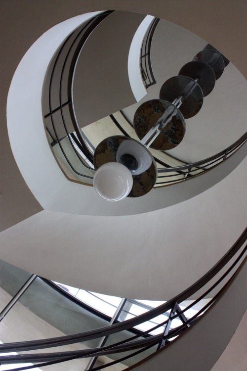 Staircase, De La Warr Pavillion, Bexhill, EnglandPhoto by aegiandyad I would love to visit this place. More info here: www.dlwp.com