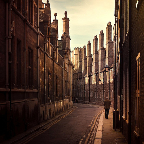 theworldwelivein:  Cuba Gallery: England / Cambridge / natural light / buildings / people / vintage / photography (by Andrew)