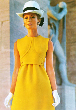 Modelling Fabiani for Italian Vogue, March 1969.