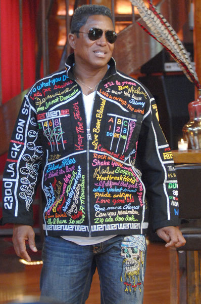 Jermaine Jackson is absolutely bewitching in this time-honored Muslim garb.