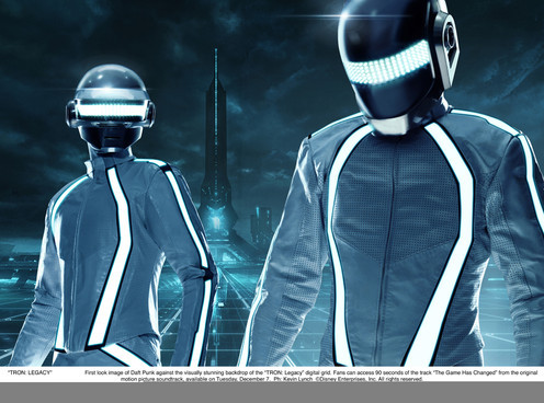 nmemagazine:  Video of the day - TRON: Legacy trailer, featuring new Daft Punk track, 'Derezzed'