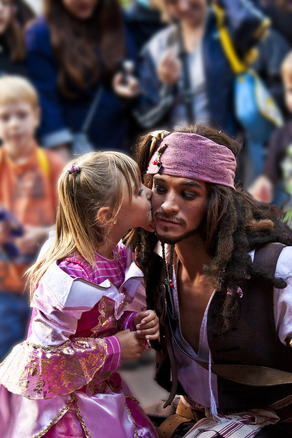 belleieve:  Jack found his Princess hahaha awww (by Christina Roulet)  how adorable!