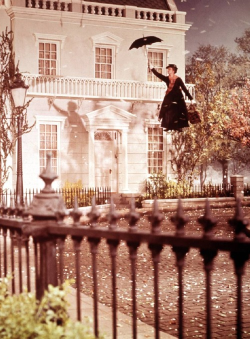 Julie Andrews in Mary Poppins (1964, dir. Robert Stevenson) (via drmacro)