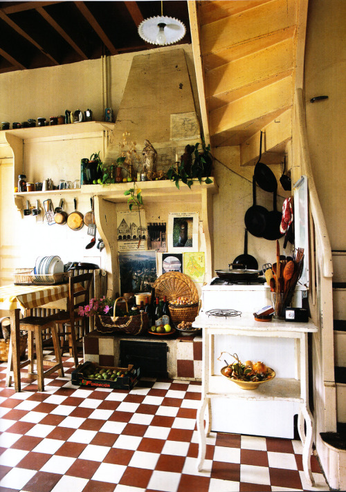petitgrenouille:  mygingerbreadhouse:  the world of interiors november 2010  <3 the floor
