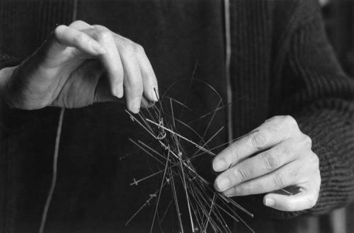 Hands ofJesús-Rafael Soto at work, Paris 1960s -by Denise Colomb via rmn