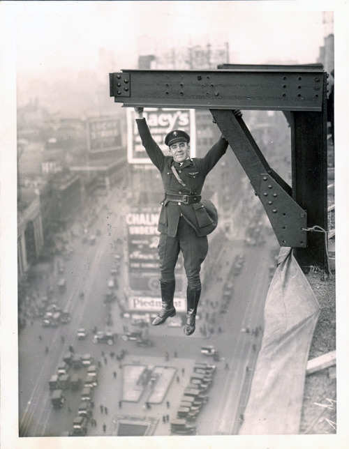 turnofthecentury:  New York Aerial Police Force Stunt ,1920  from private idaho