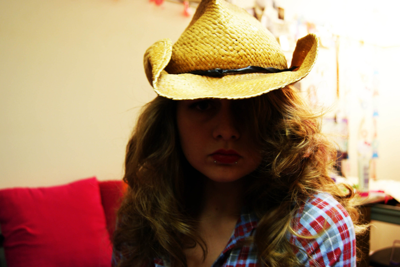 princessjinx:  1. I curled my hair, it looks WILD && CRAZY 2. I am a cowgirl 3. cat. I'm a kitty cat. And I dance dance dance. 4. GPOY  alex m, jess, and i were talking about piercings saturday night and now i really really REALLY miss my snakebites. when my stipend comes, i've been thinking of getting my louvain-la-neuve tattoo and maybe snakebites again… not much time left in my life to have them…