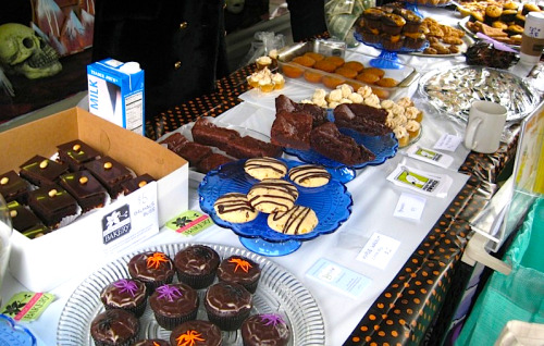 Congratulations to the fine volunteers of the East Bay Vegan Bakesale! Thanks to their efforts—and your purchases!—they made $1,300 to give to Mickaboo Companion Bird Rescue and the East Bay Children's Book Project! Excellent job, everyone! Extra gold star for all the people who brought books for donation as well; you are very lovely, indeed. Imagine a childhood without books! Good work all around. And to whoever made those cakies in the white box there on the left: DANG. You can keep up with the exploits of the East Bay Vegan Bakesale crew via twitter and Facebook. [photo via EBVB!]